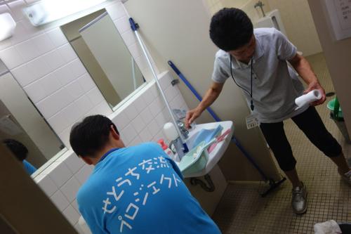 毎日来てくださる救護班の皆さんはトイレ掃除もしてくださいます